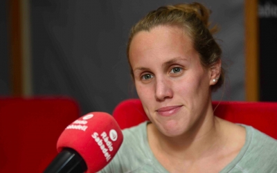 Marina Garcia, als estudis de Ràdio Sabadell | Roger Benet