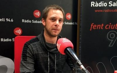 Manuel Quesada, en una imatge d'arxiu als estudis de Ràdio Sabadell.