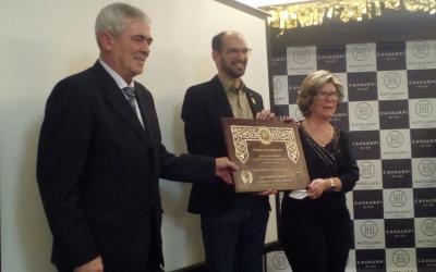 Maties Serracant entrega un dels premis | Pere Gallifa