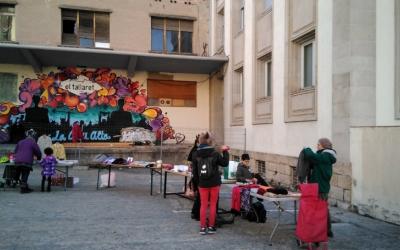 Exterior de Cal Balsach, durant una activitat de El Tallaret/ El Tallaret