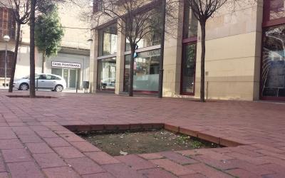 Escocell buit a la plaça de Ricard Simó   Pau Duran