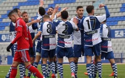 Pinya arlequinada celebrant ahir el gol de Pedro Capó   Sandra Dihör