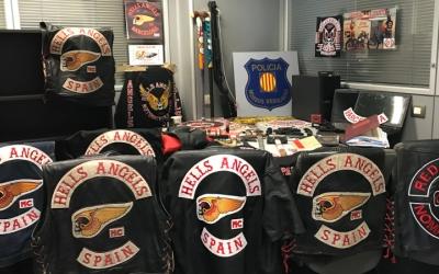Imatge dels materials requisats pels Mossos als membres de la banda Hells Angels.