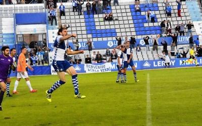 Migue Garcia, amb el seu gol contra l'Ontinyent a l'últim minut, va evitar que l'estadística es trenqués | Crispulo D.