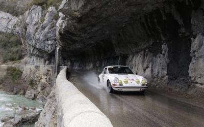 Sergi Giralt copilotant el Porsche en un tram del Rally Montecarlo