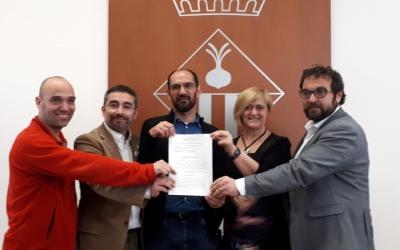 Els tinents d'alcalde i el regidor d'Acció Social, amb la sentència/ Karen Madrid