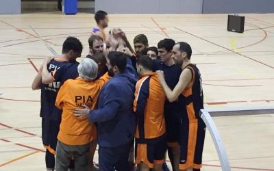 El Bàsquet Pia celebrant la victòria a Lliçà