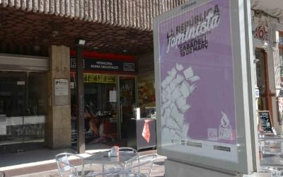 Els comerços se sumaran a mitges a la vaga feminista. Foto: Roger Benet