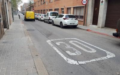 Els vehicles que circulen per Covadonga no respecten el límit de velocitat/ Karen Madrid