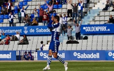Arturo celebrant el gol contra el Villarreal B | CE Sabadell