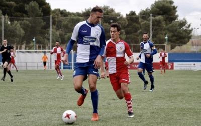Josu Ozkoidi pressionant en una acció d'aquest curiós duel entre equips arlequinats | Sandra Dihör
