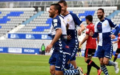 Felipe Sanchón celebrant el seu novè gol de la temporada ahir contra el Mallorca | Críspulo Díaz