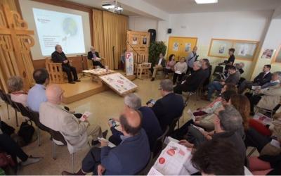 Mons. Josep Àngel Saiz i Salvador Obiols durant la presentació   Roger Benet