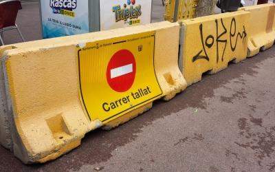 Pilones de formigó retirades a La Rambla   Pau Duran