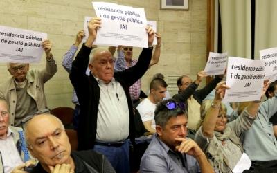 Membres de la Plataforma reivindicant l'equipament durant un Ple municipal   Ciutadans