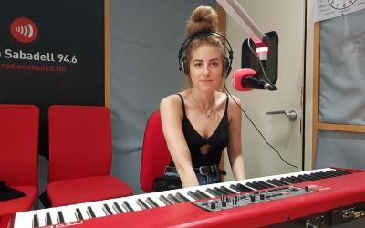 Andrea Mir als estudis de Ràdio Sabadell | Raquel García
