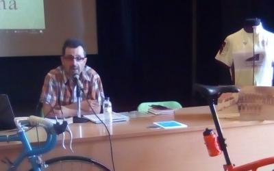 Antoni Solé presentant ahir La Vallesana