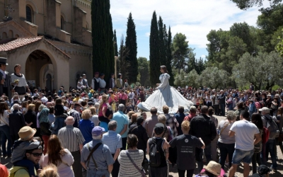 Plantada de gegants a l'esplanada del Santuari de La Salut | Roger Benet