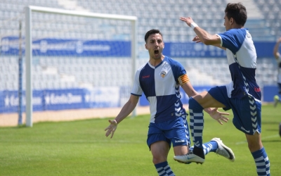 Sergi Estrada celebra el gol de la victòria del Sabadell B contra el Júpiter | Roger Benet