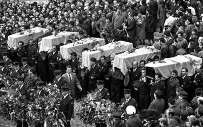Els fèretres dels sis agents durant el funeral | Sílvia T. Colmenero (El País)