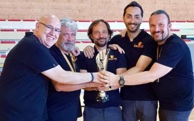 El cos tècnic del Global Basket amb la Copa Catalunya