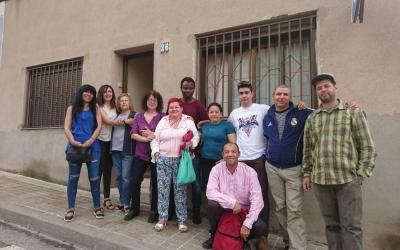 Activistes a les portes del pis afectat a Torre-Romeu | PAHC Sabadell