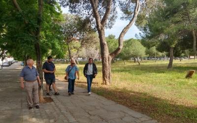 Esteban Gesa amb els veïns de Ca n'Oriac | Pere Gallifa