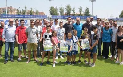 Fotografia de família de la campanya de socis aquest matí a l'estadi