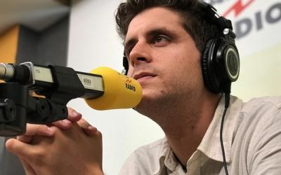 """Roger Escapa, actualment al capdavant de l'edició estiuenca d'""""El matí de Catalunya Ràdio"""""""