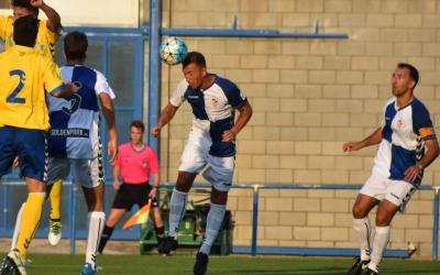 Ángel Martínez rematant la pilota que ha significat l'únic gol del partit | Crispulo D.