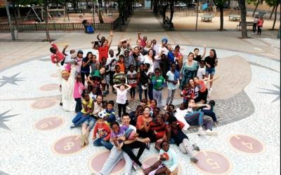 Imatge dels monitors i els nens de l'Esplai La Baldufa | Cedida
