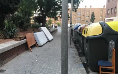 Molts veïns s'han desfet del mobiliari afectat per xinxes/ Cedida