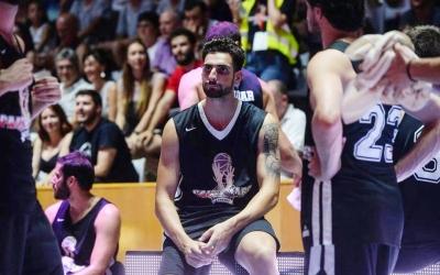 Eric González, a la foto durant el partit entre els germans Gasol a Girona, jugarà enguany a la Gannon University | Cedida