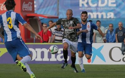 Imatge de la temporada 2015-2016 amb Valentín Merchán defensant la samarreta arlequinada contra l'Espanyol B | Arxiu RS