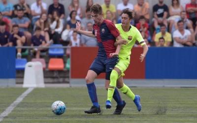 Acció del debut a la lliga del Mercantil contra el Barça 'B' | Roger Benet