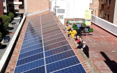Plaques solars instal·lades a la teulada   ACN