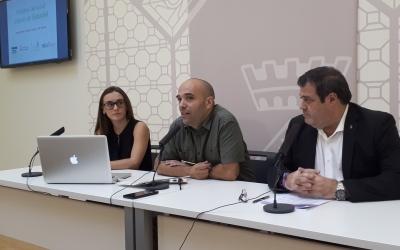 Els regidors Joan Berlanga i Ramon Vidal i la responsable de l'estudi INMA han presentat avui les dades/ Karen Madrid