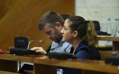 Cristian Sánchez i Ana Carrasco en un ple municipal | Roger Benet