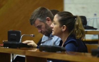 Cristian Sánchez i Ana Carrasco durant un Ple municipal | Roger Benet