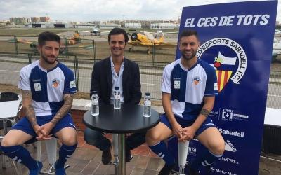 Antonio, Nico i el director general del Sabadell, Bruno Batlle, a l'aeroport de Sabadell | Marc Pijuan