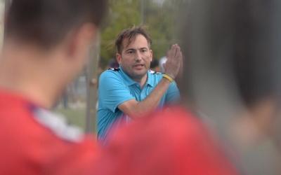 Dani Fernández, el tècnic del Mercantil, es lamenta de la mala sort del seu equip en aquest inici de lliga | Roger Benet