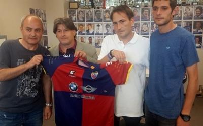 Fernàndez a la seva presentació, fa poc més d'un any, entre Jordi Grané i Carlos López | Mercantil