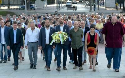 L'alcalde encapçala els representants municipals a l'ofrena floral de l'11-S | Roger Benet