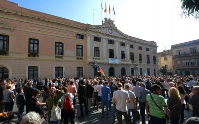Concentració davant l'Ajuntament per reclamar la llibertat de Jordi Cuixart i Jordi Sánchez (Arxiu) | Roger Benet