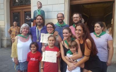 Els guanyadors del Ball de la Bola amb l'alcalde de la ciutat i regidors | Núria Garcia