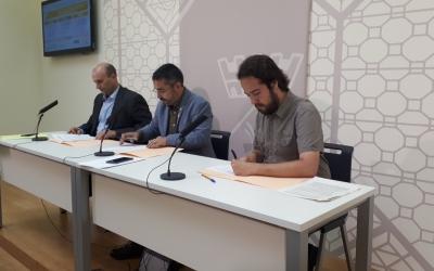Represtentants municipals i del CIESC han signat avui el conveni de col·laboració que farà possible la prova pilot/ Karen Madrid