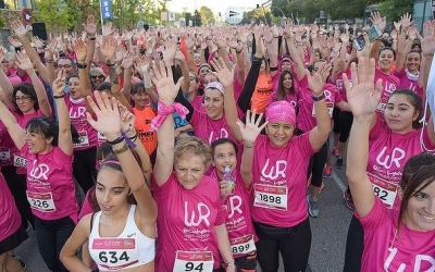 2.000 participants han omplert els carrers de Sabadell per recaptar fons per la investigació del càncer de mama | Roger Benet