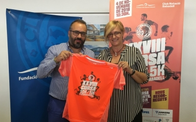 Raúl García Barroso i Marisol Martínez presenten la samarreta de la cursa 2018 | Marc Pijuan