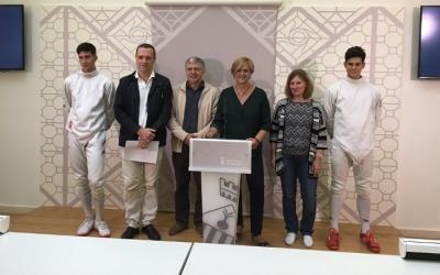 Erik Fernández, Miquel Ojeda, Xavier Sanuy, Elvira Lupascu i Alan Fernández, a la presentació del Trofeu | Marc Pijuan