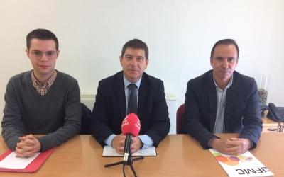Eloi Cortés, Josep Ayuso i Carlos Corcuera a la roda de premsa de presentació de la moció   Helena Molist